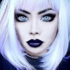 La vampira cambia look